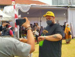 Desainer Fashion Ivan Gunawan Gelar Vaksinasi Gratis untuk Warga DKI Jakarta